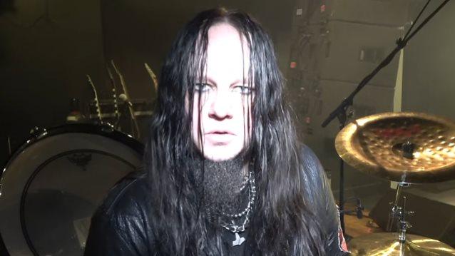 SLIPKNOT - Joey Jordison suona in acustico per i fans.