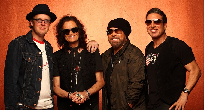 Black Country Communion - Studio Video on Line: 'Love Remains'
