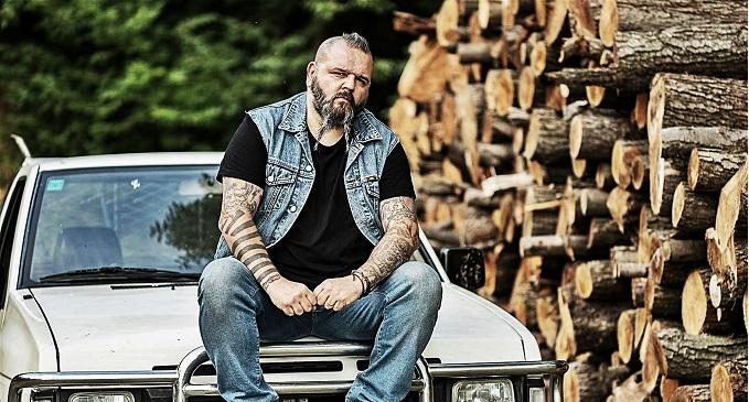 Trevor e i suoi lupi, la sua passione per il rock'n'roll e i suoi boschi
