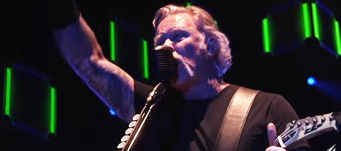 METALLICA: il videoclip di 'Holier Than Thou' con Hetfield (con baffoni e capelli lunghi) in grande forma