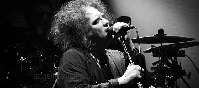 Robert Smith dei The Cure compie 60 anni: le 10 collaborazioni più famose al di fuori della sua band