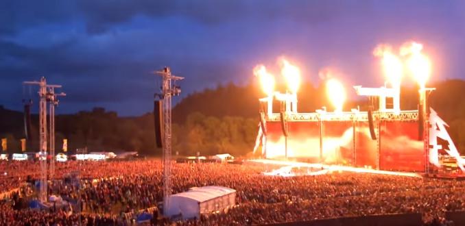 METALLICA: lo show da record di presenze con 75.000 spettatori, i video. Uno spettatore particolare