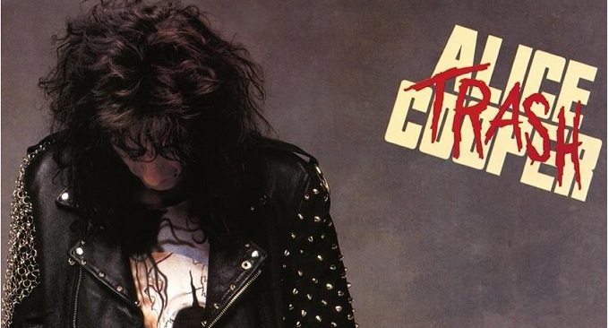 Il 25 luglio del 1989 viene pubblicato l'album 'Trash' dell'istrionico Alice Cooper