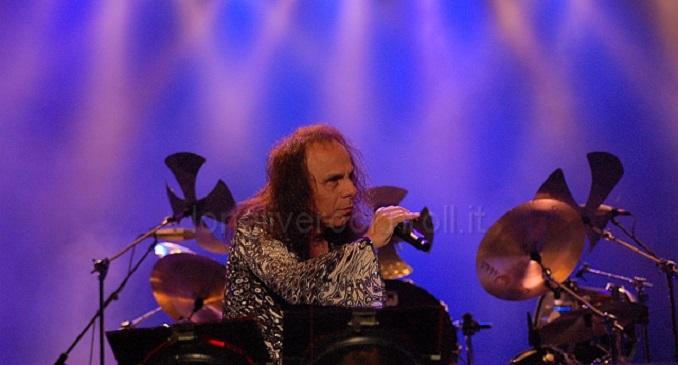 Il 10 luglio del 1942 nasceva Ronnie James Dio