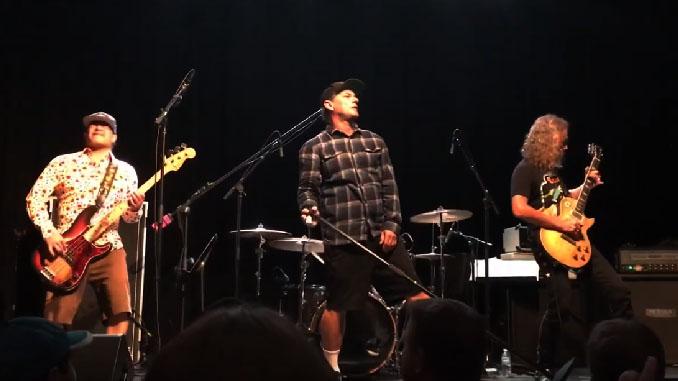 METALLICA: Hammett e Trujillo suonano cover insieme a Whitfield Crane (UGLY KID JOE) alla Horror Convention
