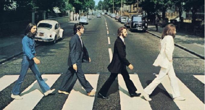 50 anni fa lo scatto che immortalò i Beatles sulle strisce pedonali per la copertina di 'Abbey Road'