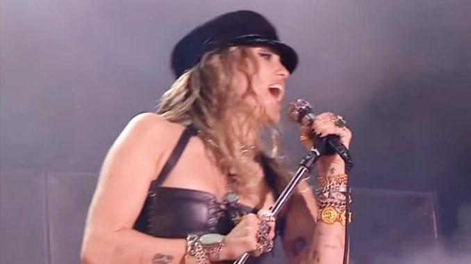 MILEY CYRUS: canta Black Dog degli Zeppelin e Comfortably Numb dei Pink Floyd, video