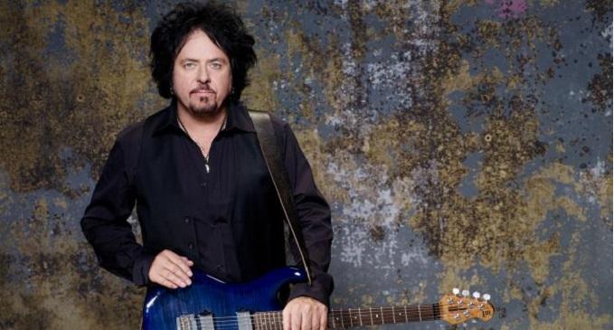 Auguri a Steve Lukather, chitarrista e fondatore dei Toto, che oggi compie 62 anni