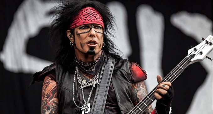 Auguri a Nikki Sixx, bassista e membro fondatore dei Mötley Crüe