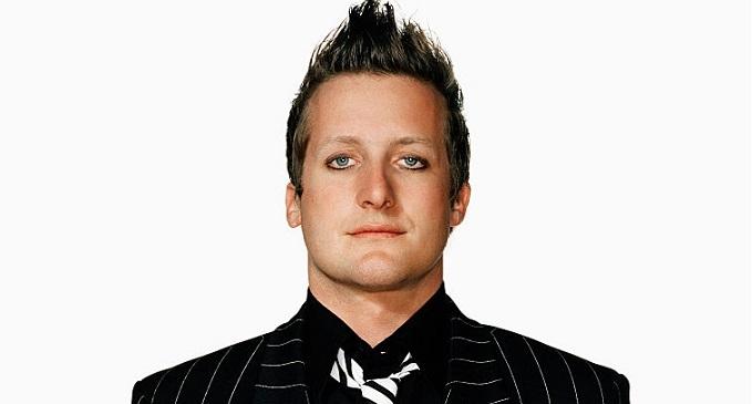 Auguri a Tré Cool, batterista dei Green Day. Oggi compie 47 anni