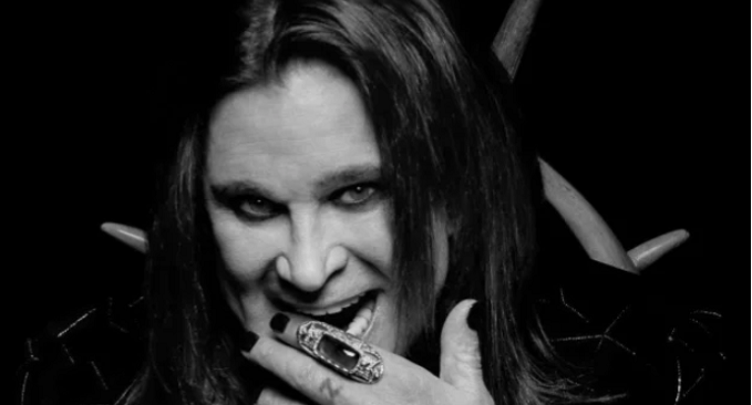 Ozzy Osbourne - Ritorna #1 in classifica con il singolo 'Under The Graveyard'. Intramontabile Ozzy