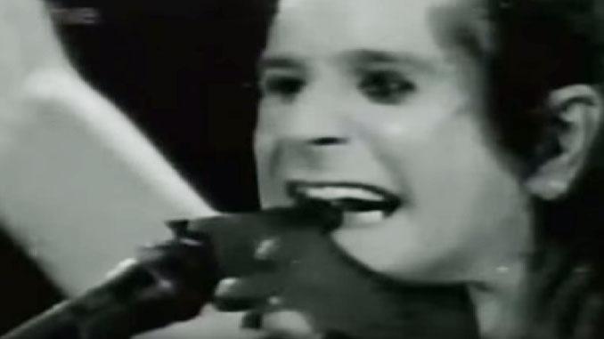 OZZY OSBOURNE: il 20 gennaio del 1982, durante un live, mordeva la testa di un pipistrello